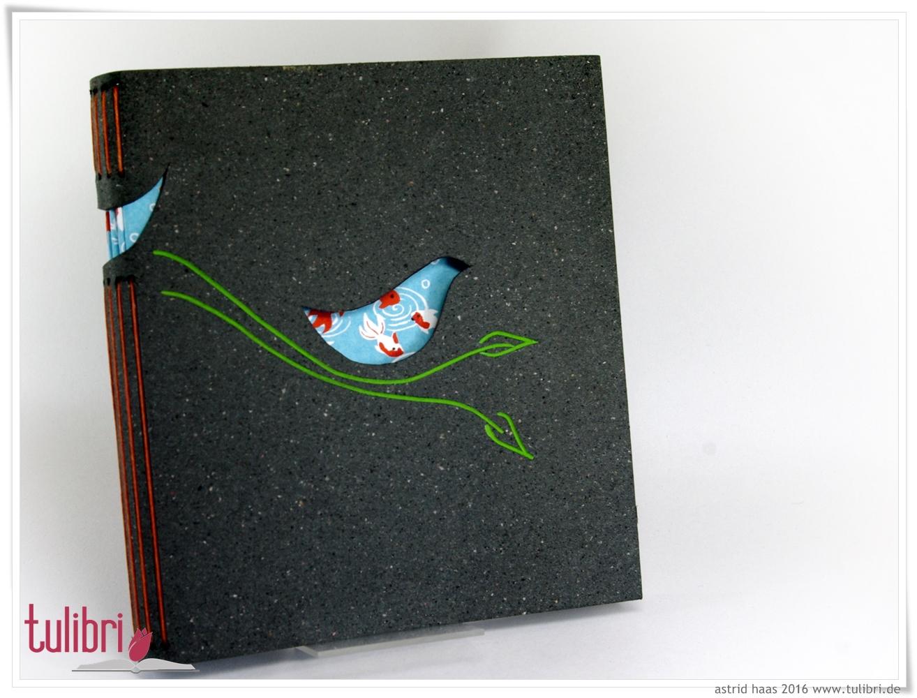 Bluebird - ein kleiner Vogel aus hübschem Buntpapier
